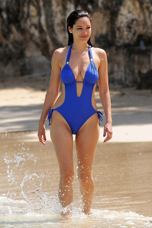 Kelly brook beach body